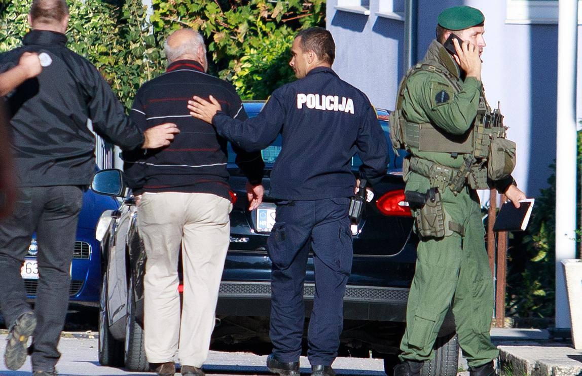 Policija privela čovjeka koji  je prijetio eksplozivom u kući...