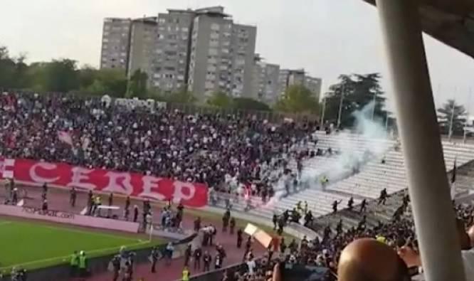 Partizanu 'Vječiti derbi': Delije se tukle s policijom na sjeveru