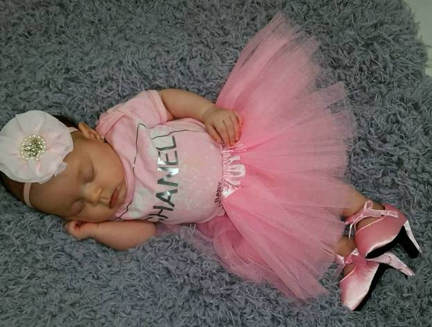 Kći  Coco T ima tek 14 tjedana, a već nosi štikle i naušnice