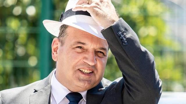 Ministar Beroš u Splitu se pojavio sa šeširom