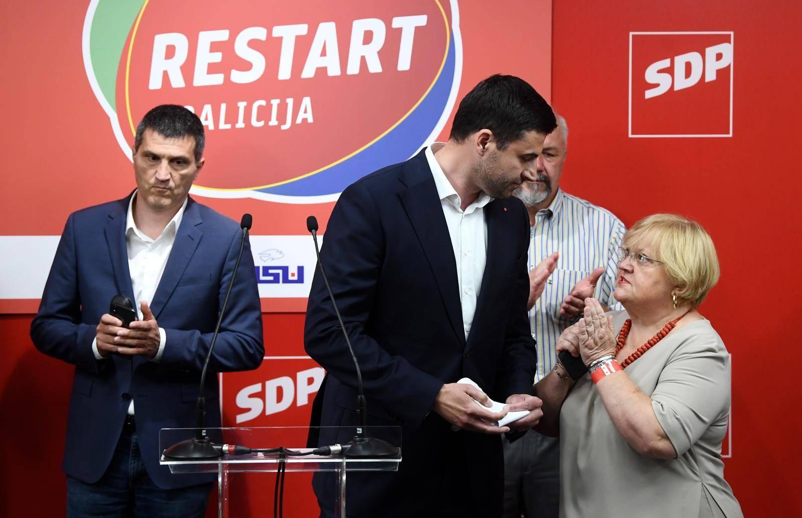 Zagreb: Restar koalicija izborne rezultate čeka u prostorijama SDP-a