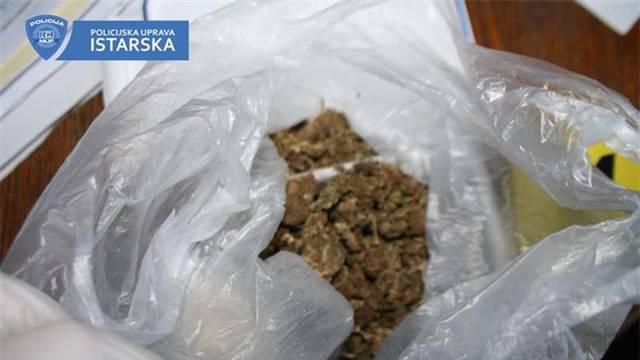 Uhvatili dilera: Imao marihuanu i amfetamine za prodaju
