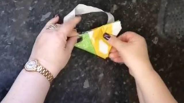 Trik kako vrećice presavinuti u trokute i tako ih lakše spremati