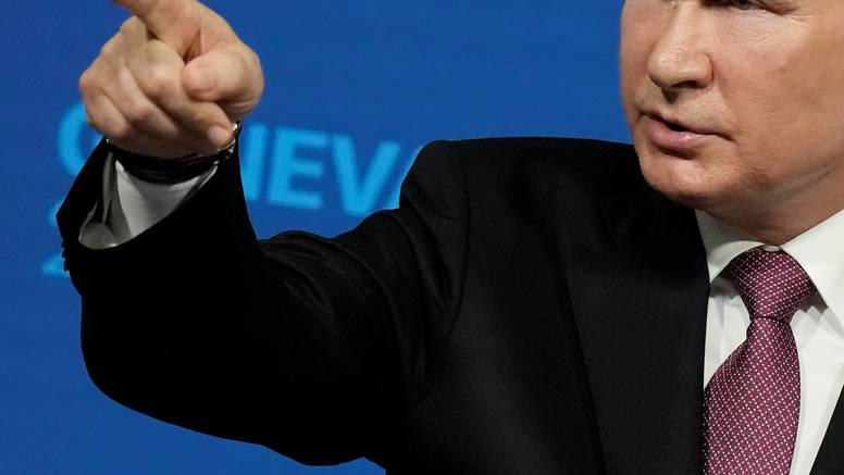 Putin: 'Ruska flota može otkriti i uništiti bilo koju metu'