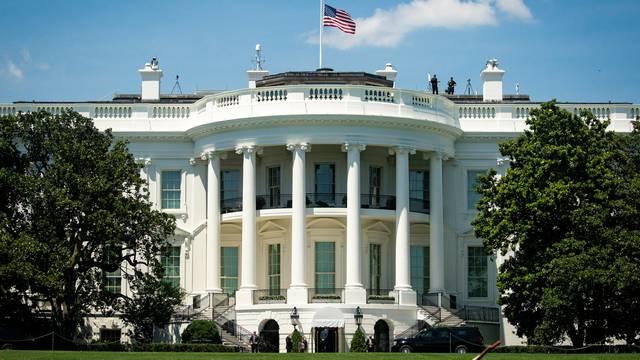 Portreti Billa Clintona i Georgea Busha uklonjeni iz Bijele kuće