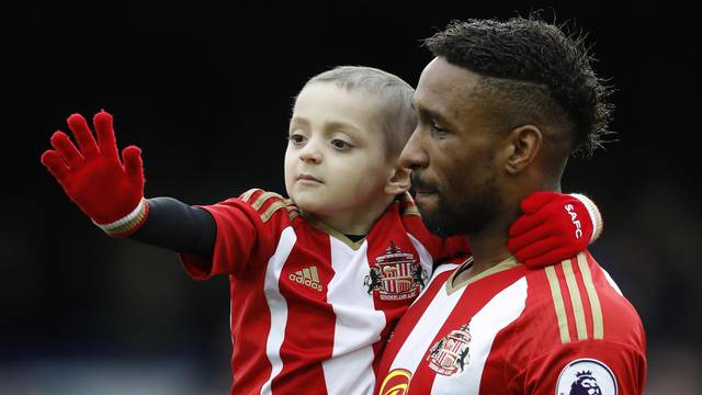 Sunderland's Jermain Defoe carries out young Sunderland fan Bradley Lowery before the match