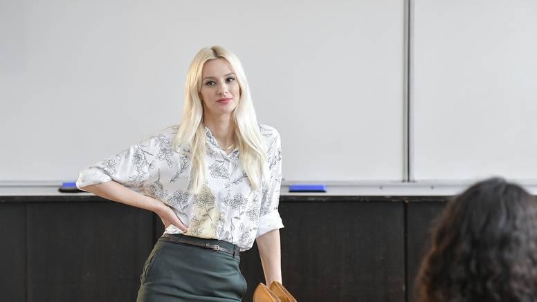 Drugo lice nove profesorice: Petra Kurtela i 'ravnatelj' su više od školskih kolega!?