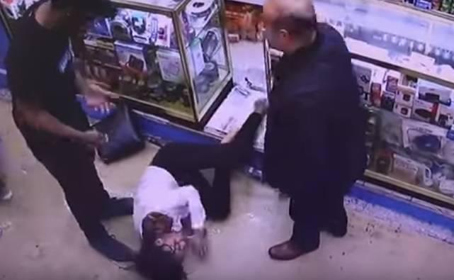 Djevojku (18) napali kiselinom u busu: 'Pomozite mi, gorim!'