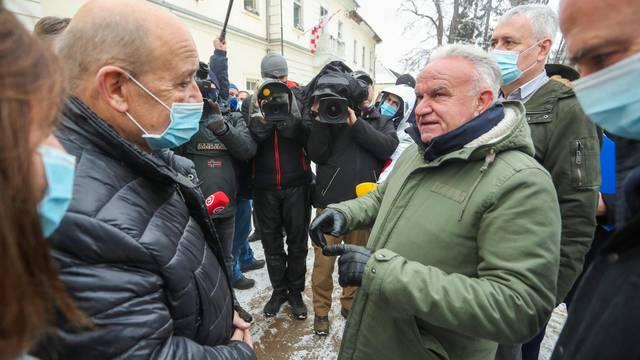 Ministar Gordan Grlić Radman i francuski ministar Jean-Yves Le Drian obišli centar Petrinje