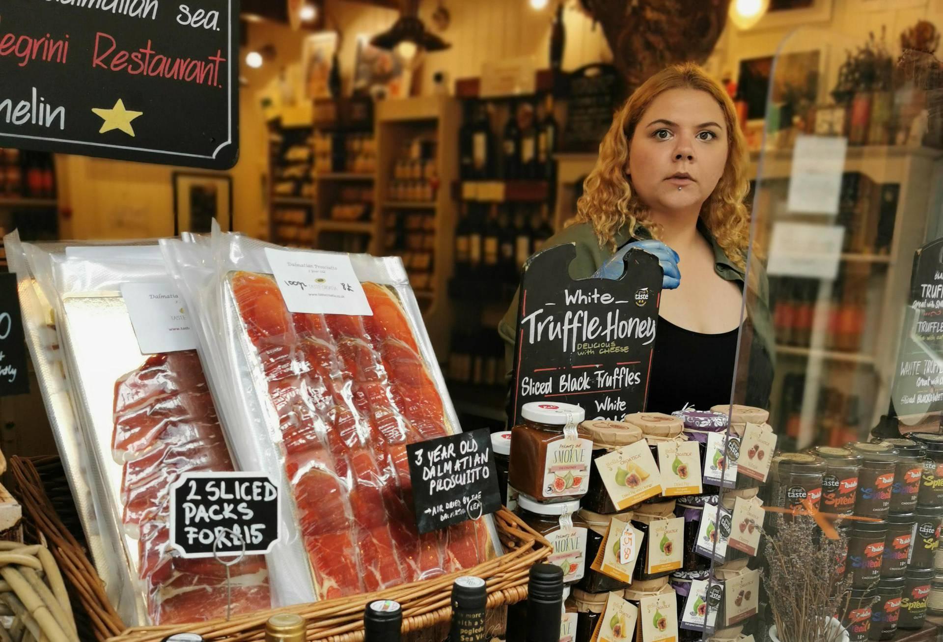 London: Britanci poludjeli za našom hranom, guše se u siru, pršutu... Dingač - rasprodan!