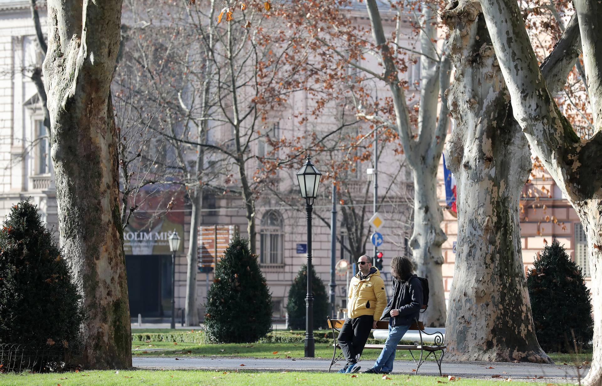 Sunčano subotnje poslijepodne idealno je za šetnju na Zrinjevcu