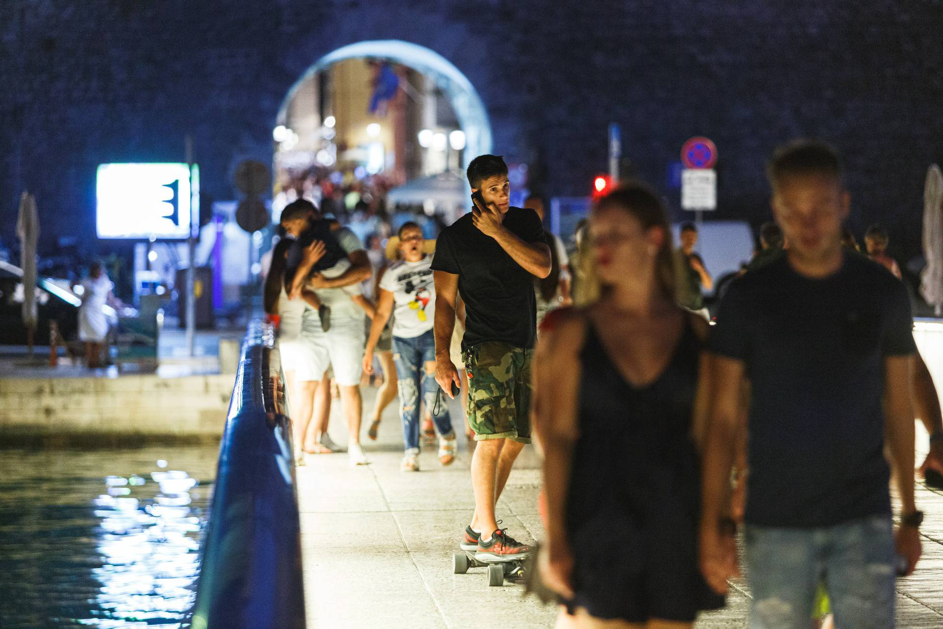 Most u Zadru postaje prava ljetna atrakcija kada padne noć