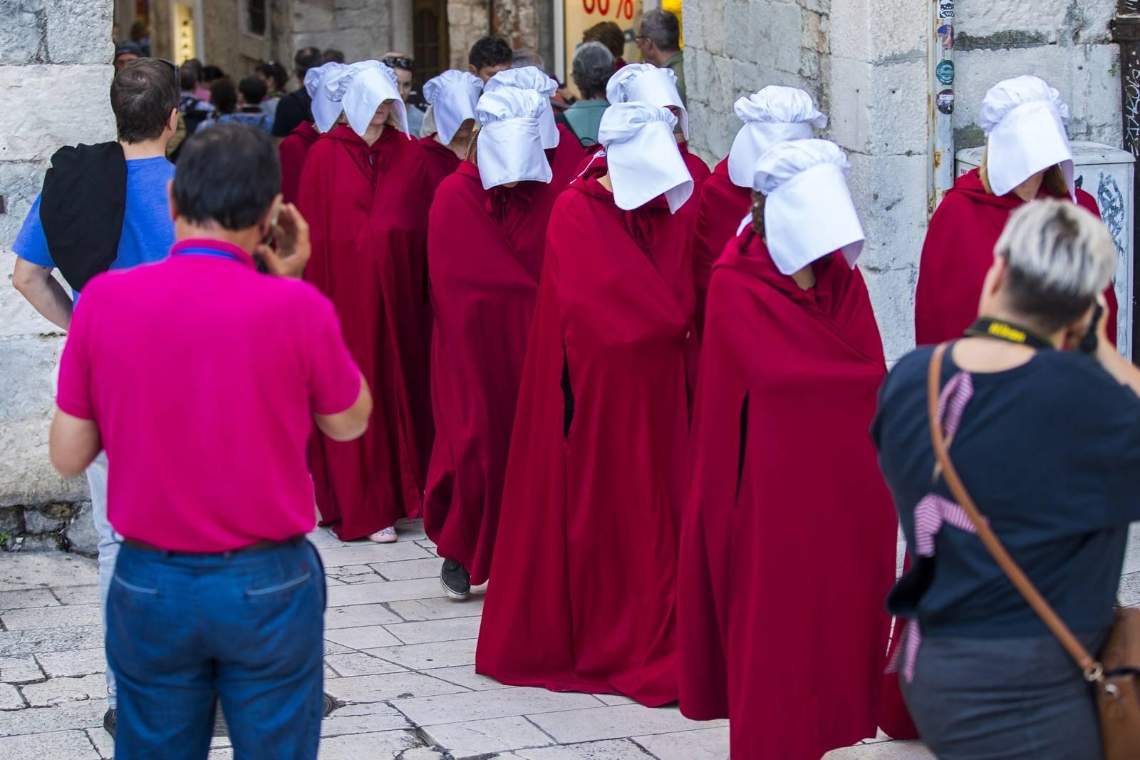 Split: Sluškinje prošetale od Marmuntove do Pjace