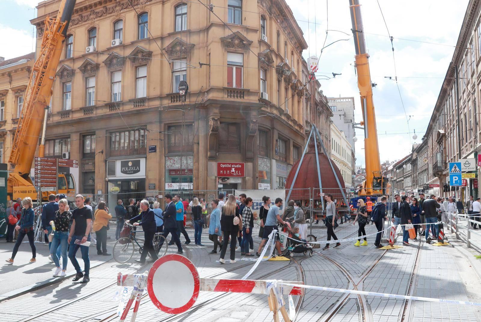 Zagreb: Skinuta kupola na križanju Frankopanske i Ilice zbog oštećenja u potresu