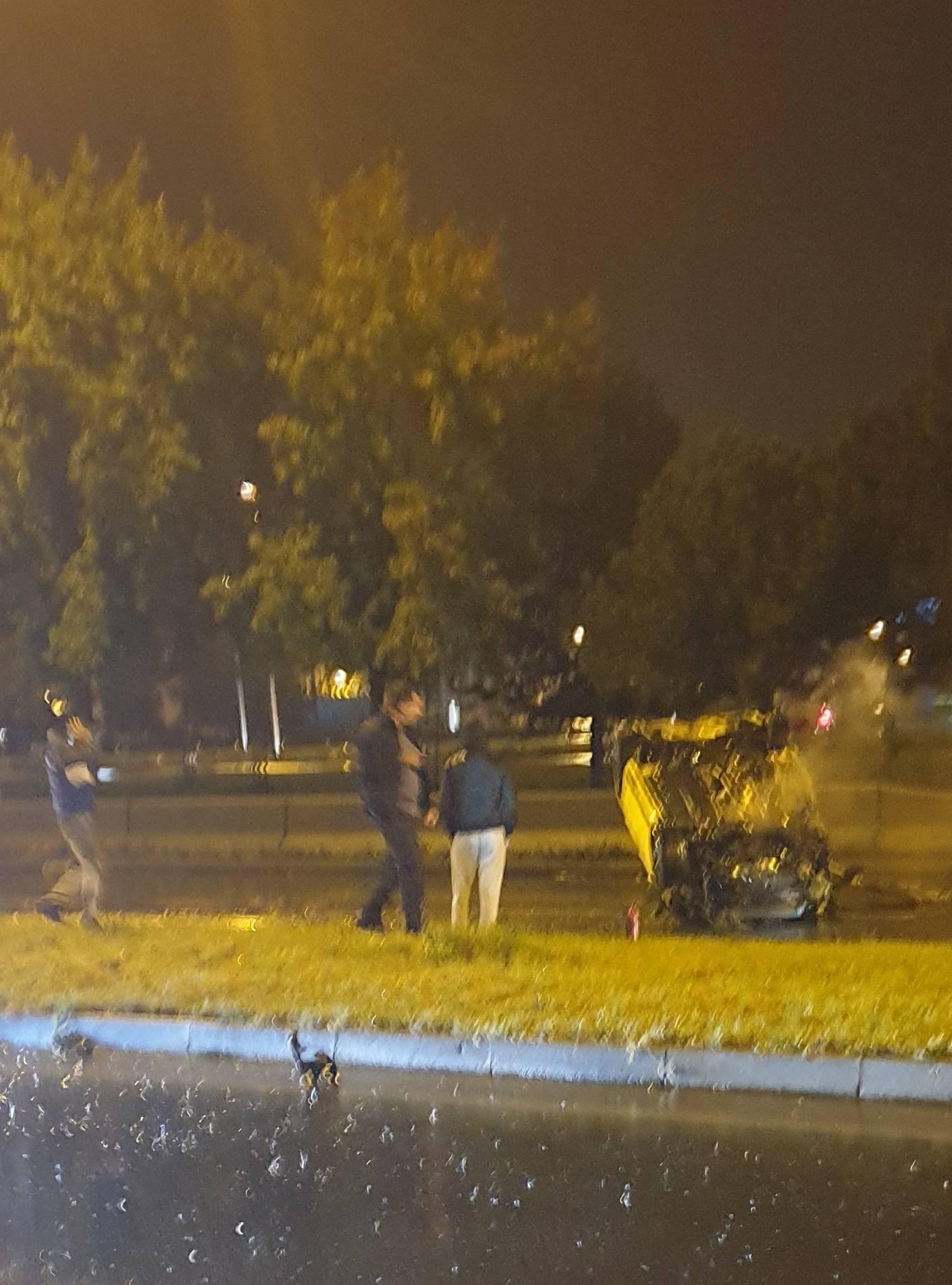 S isteklom vozačkom završio na krovu, ozlijeđeno dvoje ljudi
