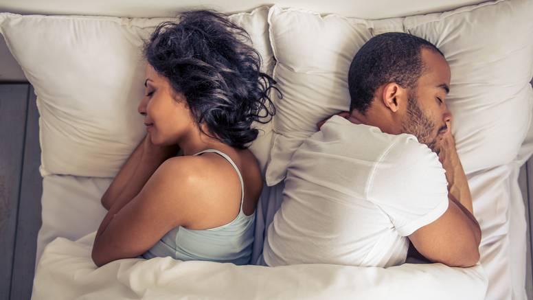 15 najsmješnijih tweetowa o dijeljenju kreveta s partnerom