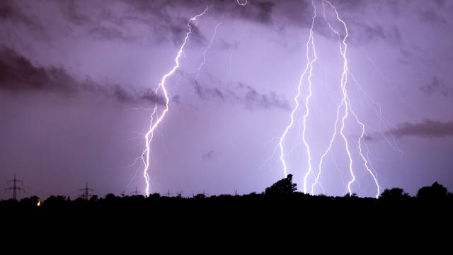 Violent thunderstorms in parts of western Germany