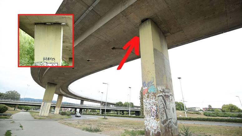 Zagrepčanima s nakrivljenog stupa pada beton po autima, a iz Grada kažu: 'To je normalno'