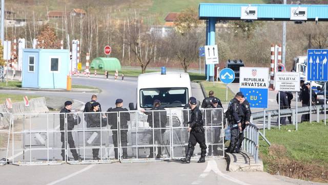 Velika Kladuša: Granični prijelaz i dalje zatvoren, migranti u improviziranom kampu