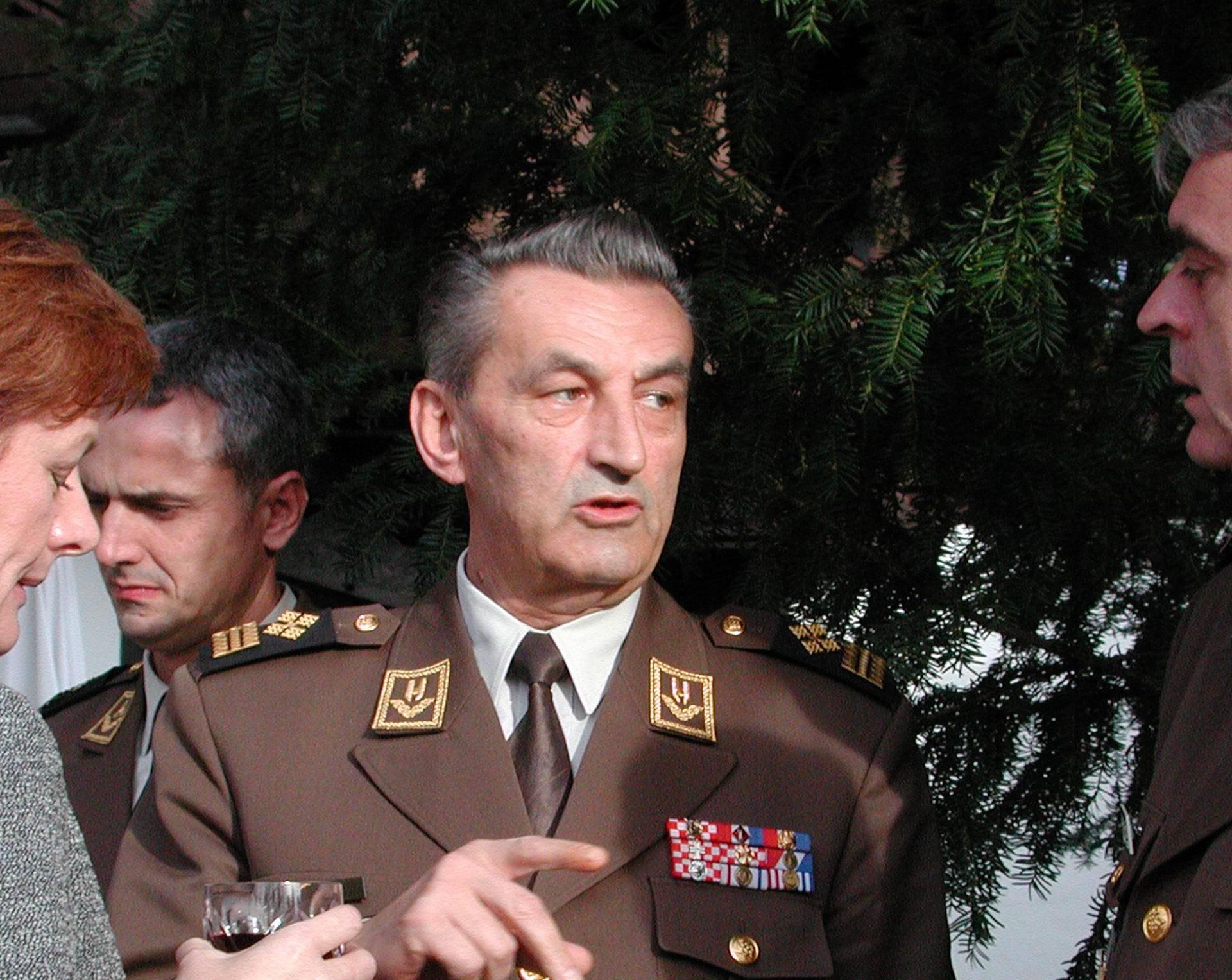 Zbogom: Umro je legendarni zapovjednik Petar Stipetić (81)
