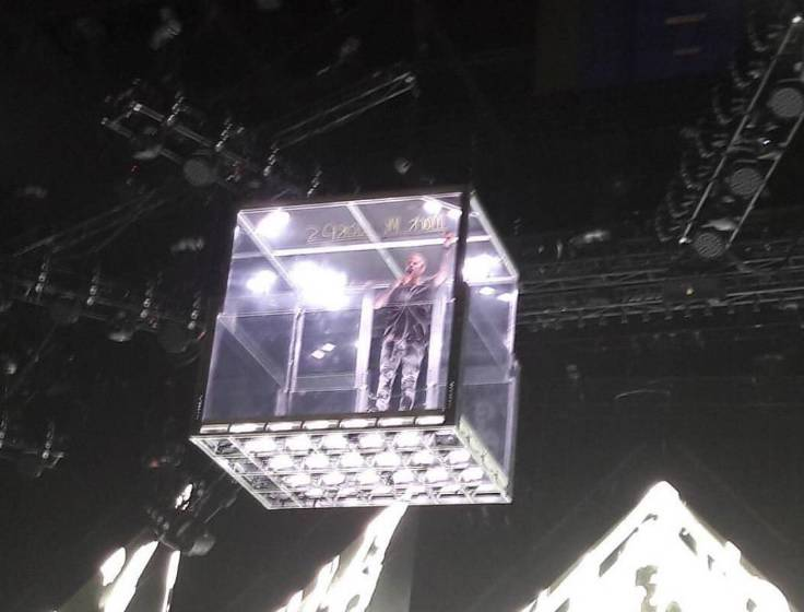 Zaglušujući vriskovi: Justin se na pozornicu spustio u kocki