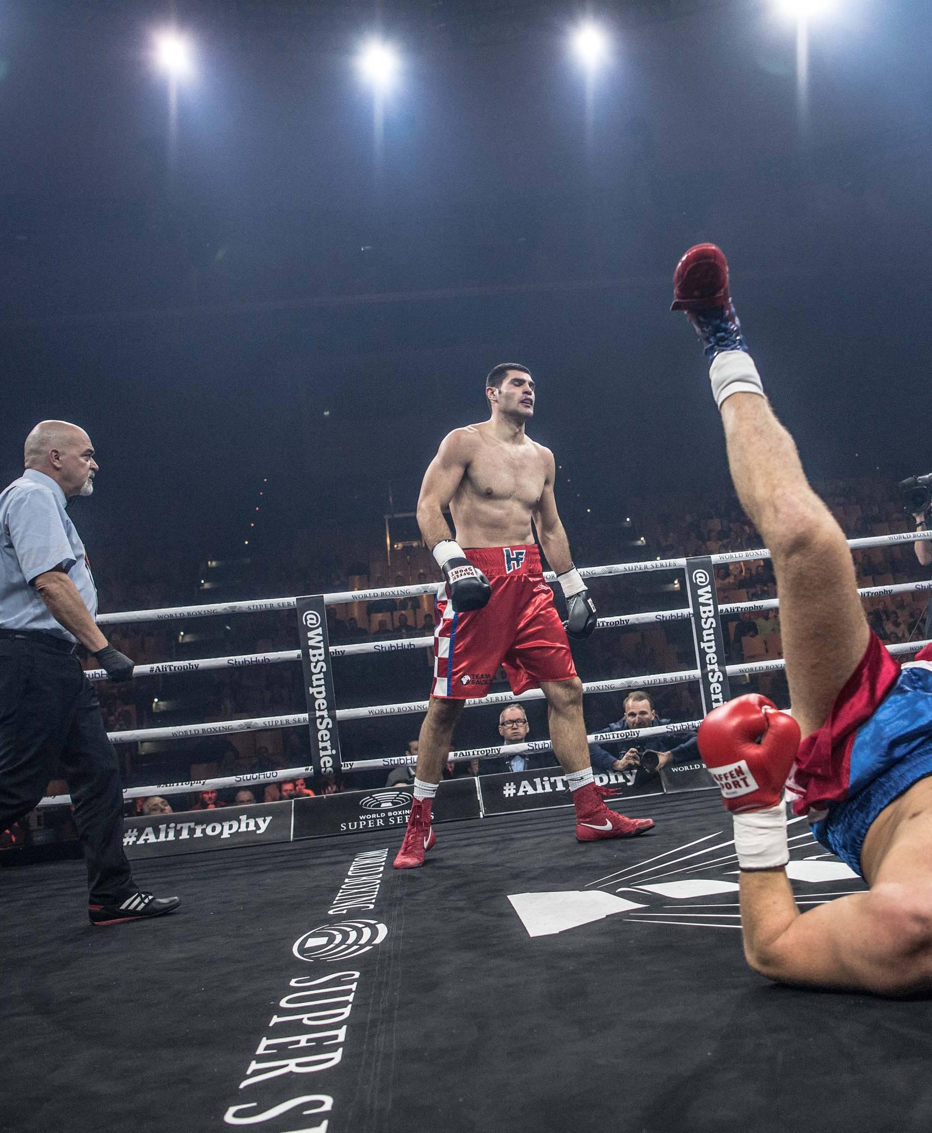 HRGOVIĆ EXPRESS! Brutalno nokautirao Čeha u prvoj rundi