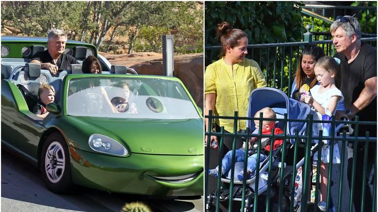 Nakon dva pobačaja Baldwin i žena uživaju u dječjem parku