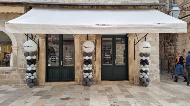 Šesta po redu TISAK plus prodavaonica u Hrvatskoj otvorena na Stradunu