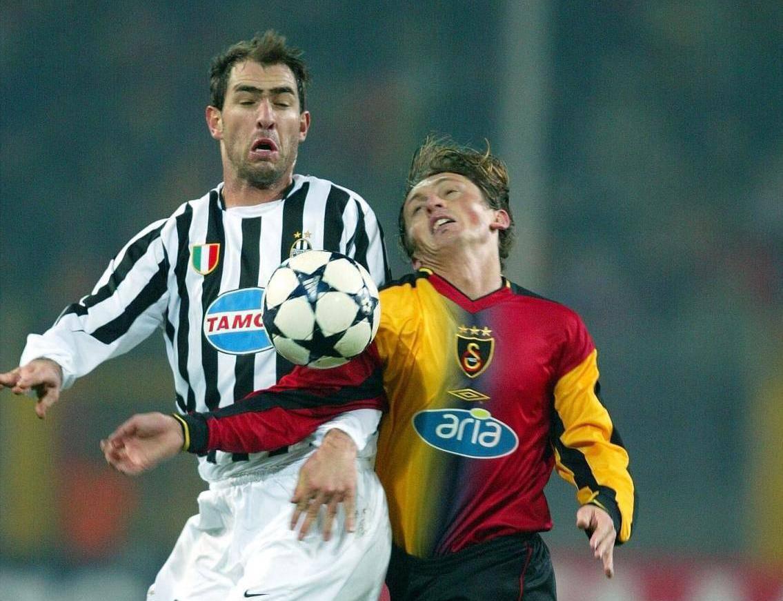Fussball UCL: Galatasary - Juventus, Zweikampf