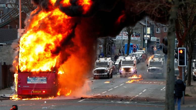 VIDEO Krvavi tjedan u Sjevernoj Irskoj: Zašto Belfast opet gori?