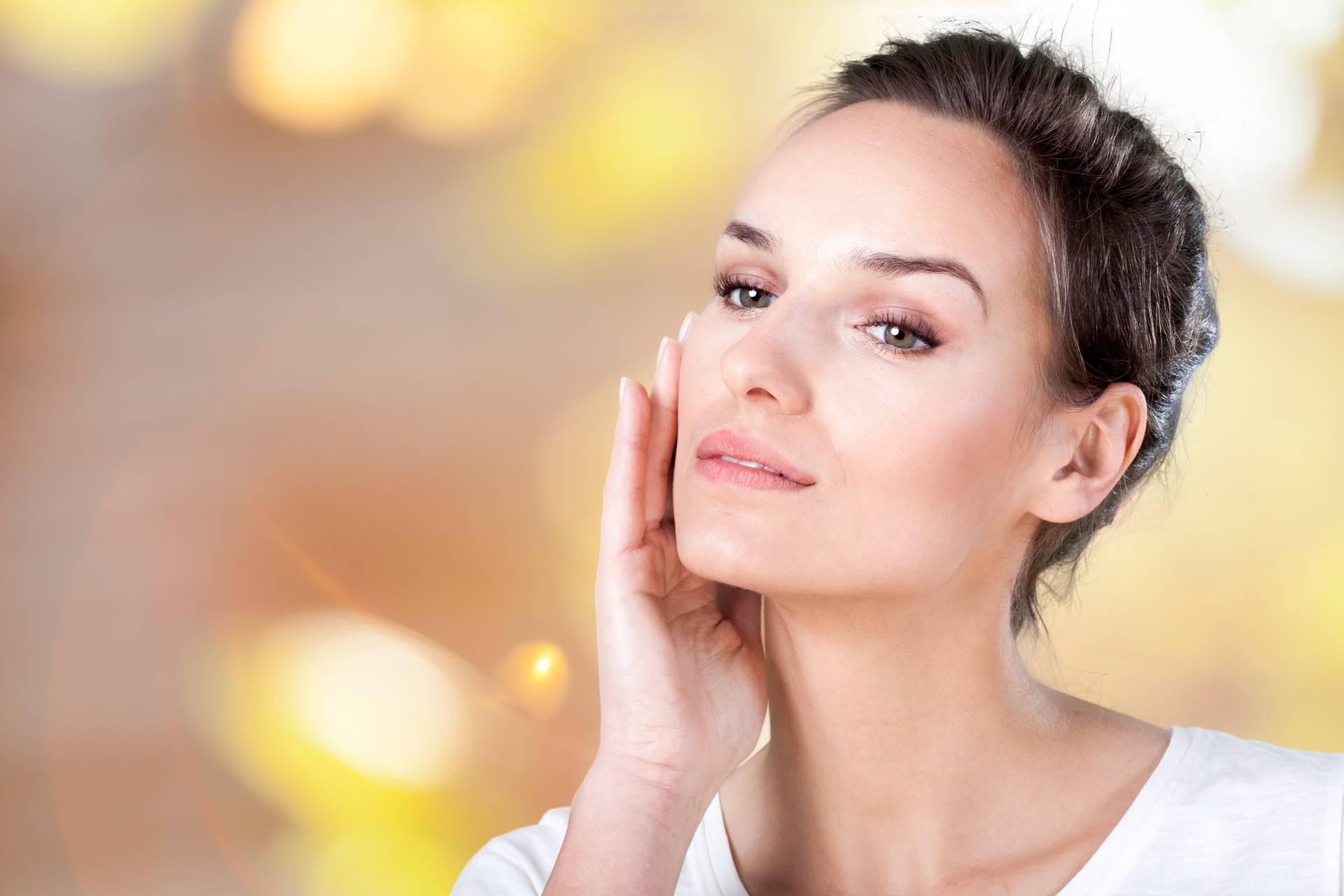 Beauty navike koje će postarati kožu: Spavanje sa šminkom, ali i pretjerivanje s pilingom
