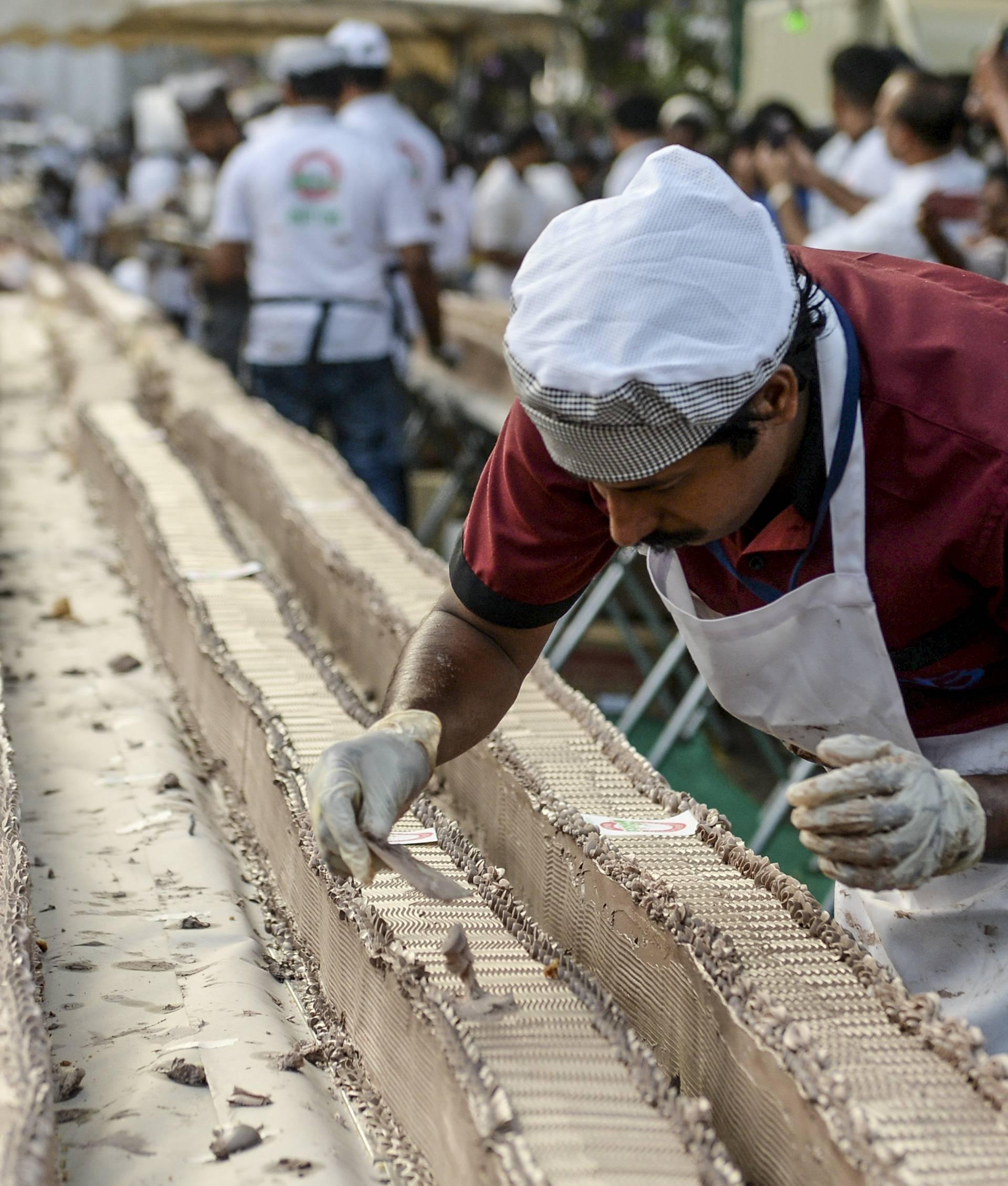 Indijski slastičari napravili su kolač dugačak 6,5 kilometara