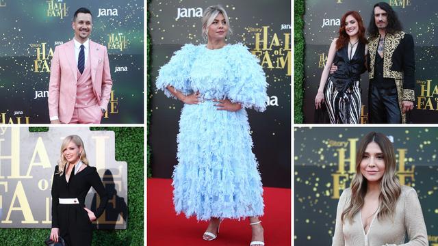Top 5 najhrabrijih kombinacija 'Hall of Famea': Šljokice, perje, ružičasta odijela i zmijski uzorci