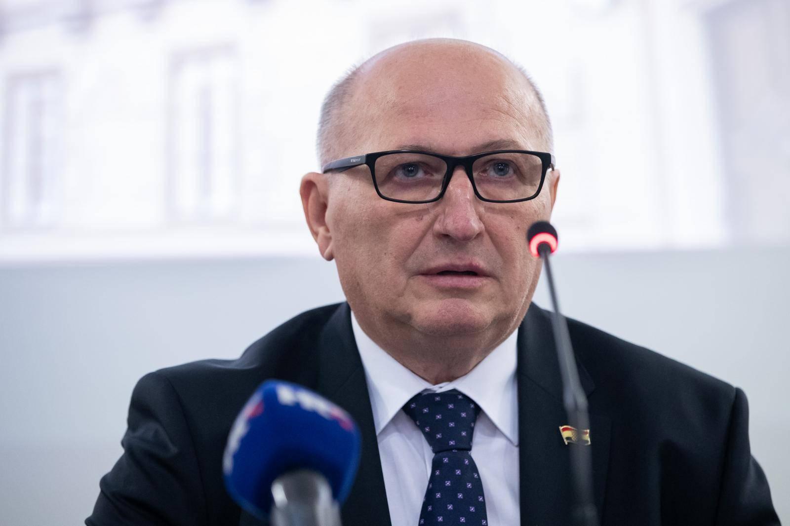 Na konferenciji za medije  predsjednik Ustavnog suda izvijestio je o nekoliko novijih odluka