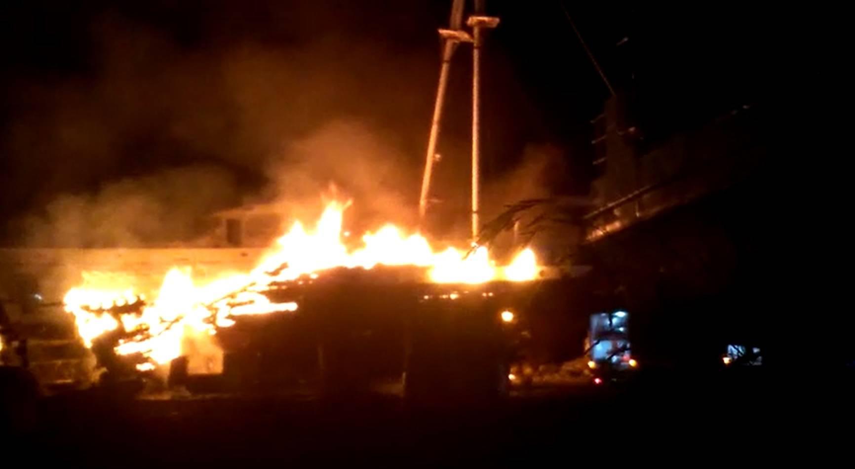 VIDEO Kod Splita je gorio brod