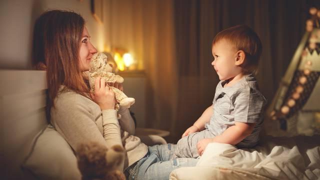 Pet načina kako pomoći djeci da se riješe svog straha od mraka
