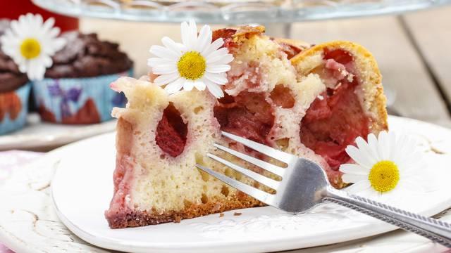 Napravite romantičnu tortu od jagoda koju možete jesti žlicom