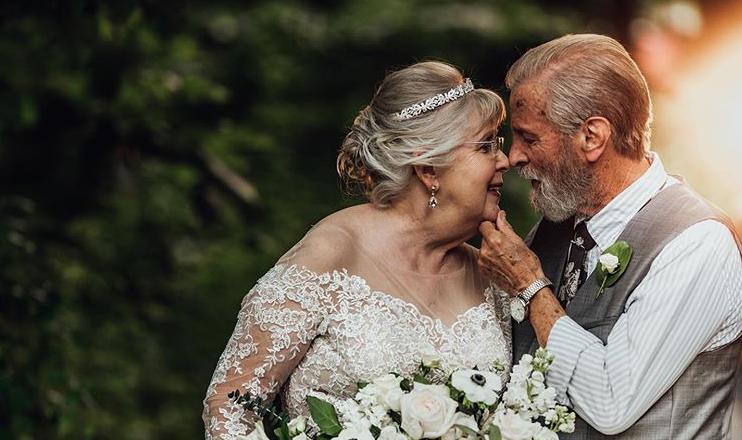 Stari bračni par proslavio 60. g. braka u vjenčanici i odijelu