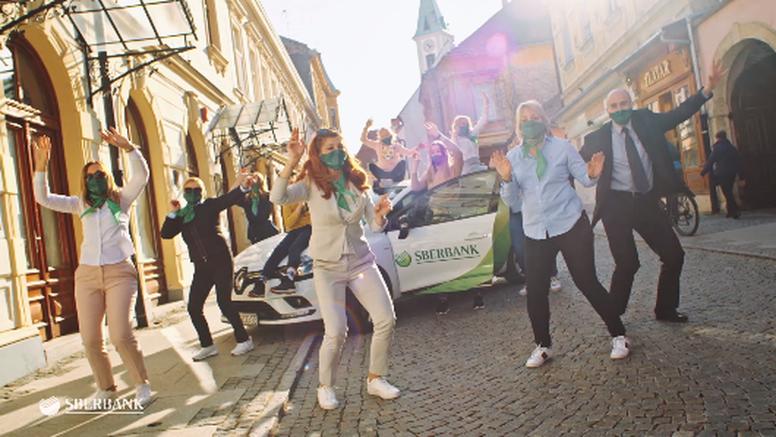 200 zaposlenika Sberbanka zaplesalo 'Jerusalemu' na više od 30 lokacija diljem Hrvatske