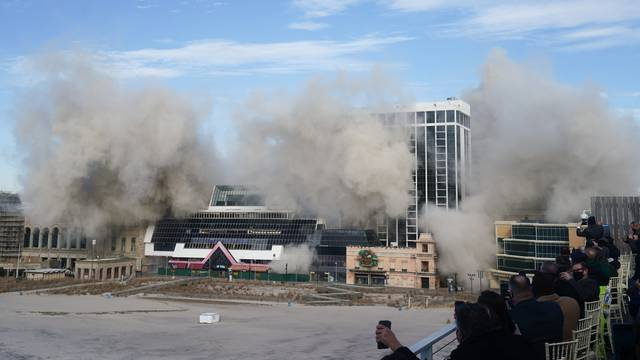 Detonacijom srušili Trumpovu kockarnicu u Atlantic Cityju
