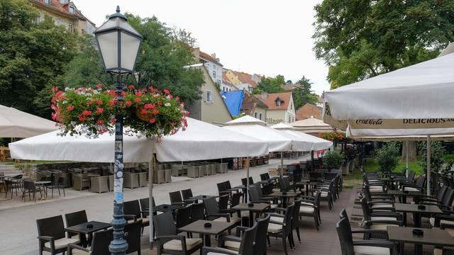 Prazne terase kafića u Zagrebu