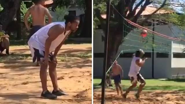 Nije njemu loše: Ronaldinho igrao nogo-odbojku u zatvoru