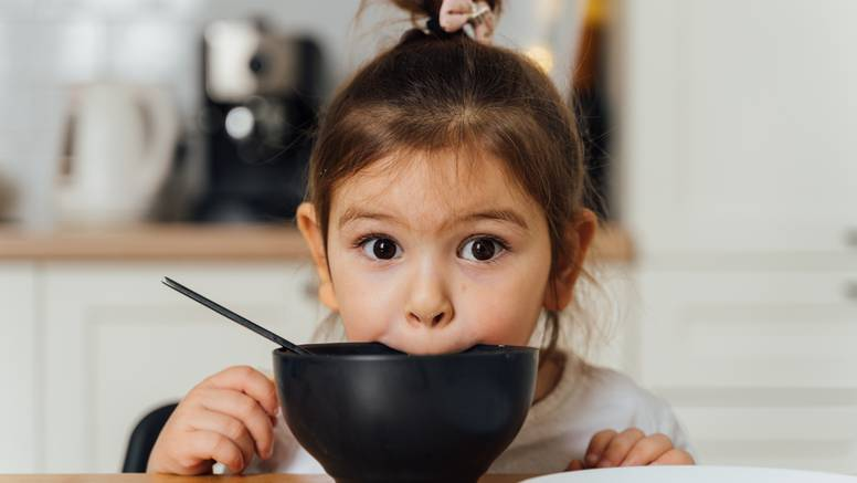 Imate izbirljivo dijete? Evo kako ćete ga potaknuti da pojede svu hranu koja se nalazi na tanjuru