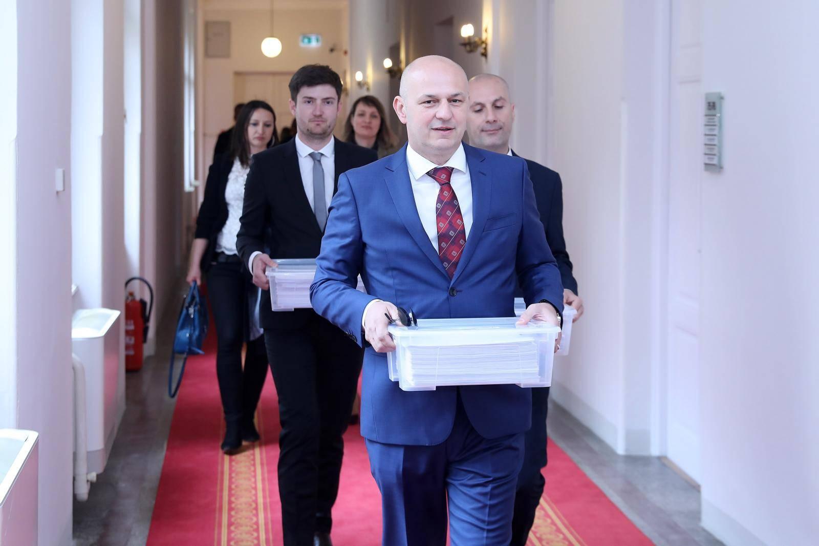 Zagreb: Mislav Kolakušić predao kandidacijske liste za Eu izbore