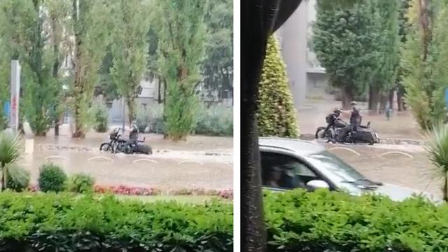 VIDEO Ovako se bajker u Splitu pokušavao probiti kroz bujicu