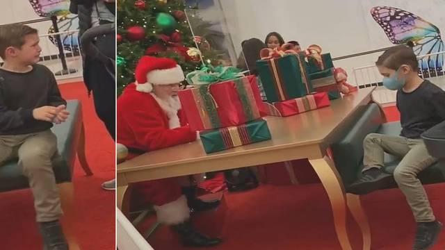 Djed Mraz rasplakao dječaka