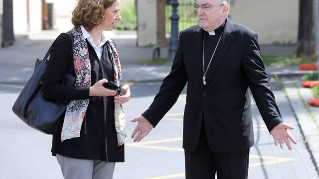 Zagreb: Ministrica Obuljen Koržinek u pratnji kardinala Bozanića obišla oštećenu katedralu