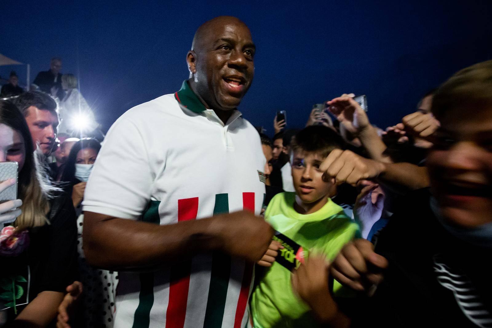 Split: Magic Johnson izasao pred mnogobrojne okupljene fanove s kojima se fotografirao