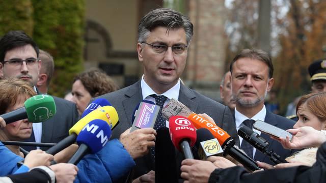 Vlada RH na Mirogoju položila vijence povodom Dana neovisnosti