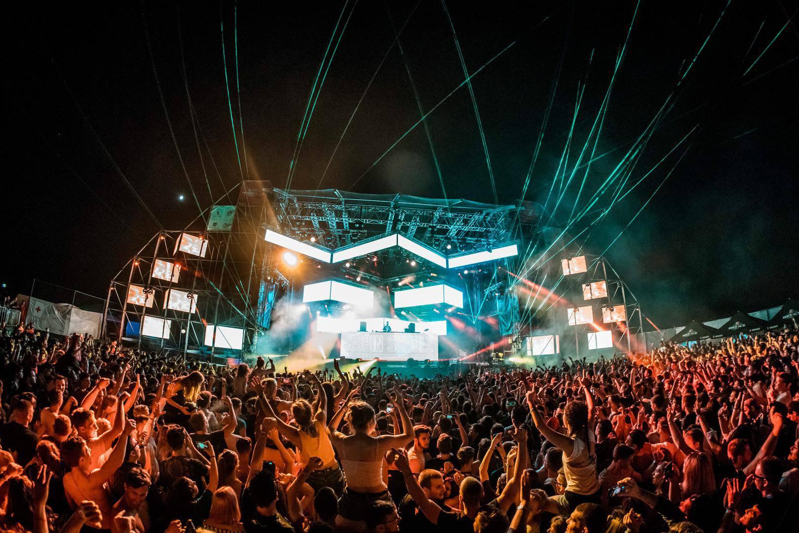 Scena na koljenima: Gubici od festivala broje se u milijunima